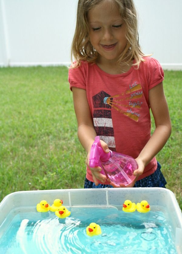 Practice fine motor skills in this quick prep duck race. It's a great sensory play activity for toddlers and preschoolers.