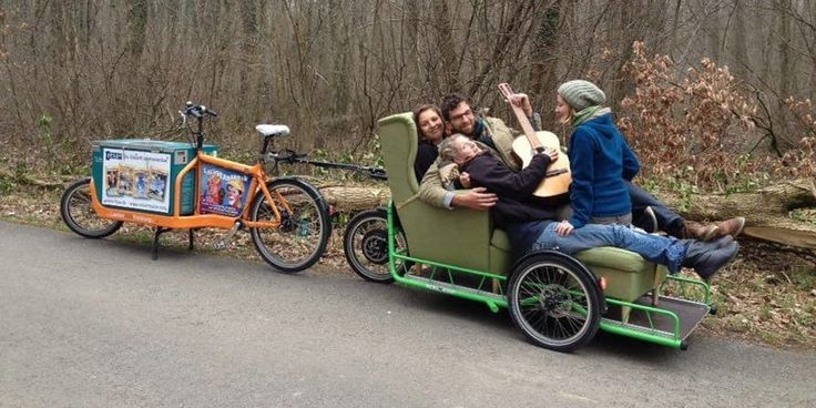 Грузовой прицеп Carla Cargo дает велосипеду серьезные электрические мышцы