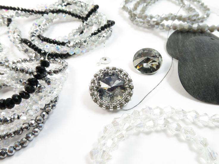 Per le amanti del Black and White, New orecchini Esperia in arrivo!!! Cosa metto adesso??? Cipollotti o bicono? Black, grey, silver o crystal??? Work in progresssss...... !!!! #raffaelladeangeli #prodottounico #fattoamano #artigianatoartistico #artigianiitaliani #gioielli #bijoux #orecchini #gioiellifattiamano #jewelry #madeinitaly #accessory #woman #handmadejewelry #earrings #handmade #workinprogress