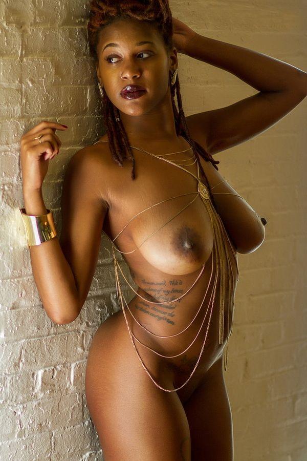 Belles femmes noires nues