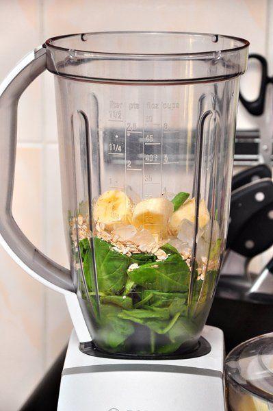 Замечательный витаминный коктейль на завтрак, или полдник! А вкусный какой!!!!))) А ведь как редко бывает полезное вкусным...это как раз, именно, тот случай!))) Ингредиенты на 3 порции: Вода (кипящая) — 100 мл Чай (зелёный с лимоном, или зелёный с мятой, или просто зелёный чай без добавок)…