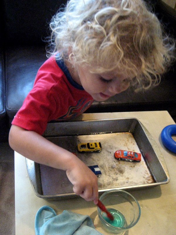 Simple Toddler Car Wash - kept my toddler busy while I worked. #simplefun #hotwheels