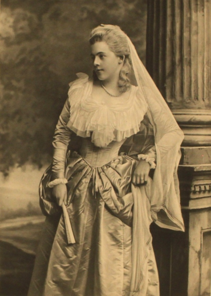 1000 images about costuming duchess of devonshire 39 s for The devonshire