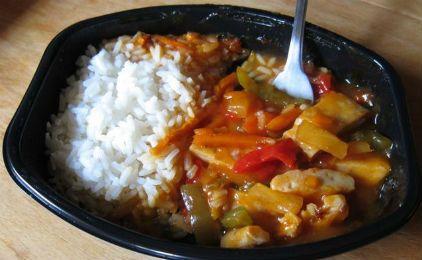 Ρύζι με σάλτσα και πράσινες πιπεριές