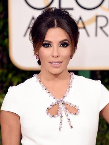 Ondas al agua, rojos carmín, trenzas retorcidas y labios muy marcados han sido las claves del maquillaje y la peluquería de las estrellas de Hollywood durante la galade los Globos de Oro, celebrada en el hotel Beverly Hilton en la ciudad de Los Ángeles.