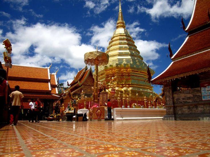 http://ru.esosedi.org/TH/50/1000476159/vat_prahat_doy_suthep/  Ват Прахат Дой Сутхеп – #Таиланд #Чиангмай (#TH_50) Ват Пратхат Дой Сутхеп (Wat Phrathat Doi Suthep)— буддийский храм (ват) в провинции Чианг Май, Таиланд. Храм часто называют Дой Сутхеп, хотя это название горы, на которой он расположен