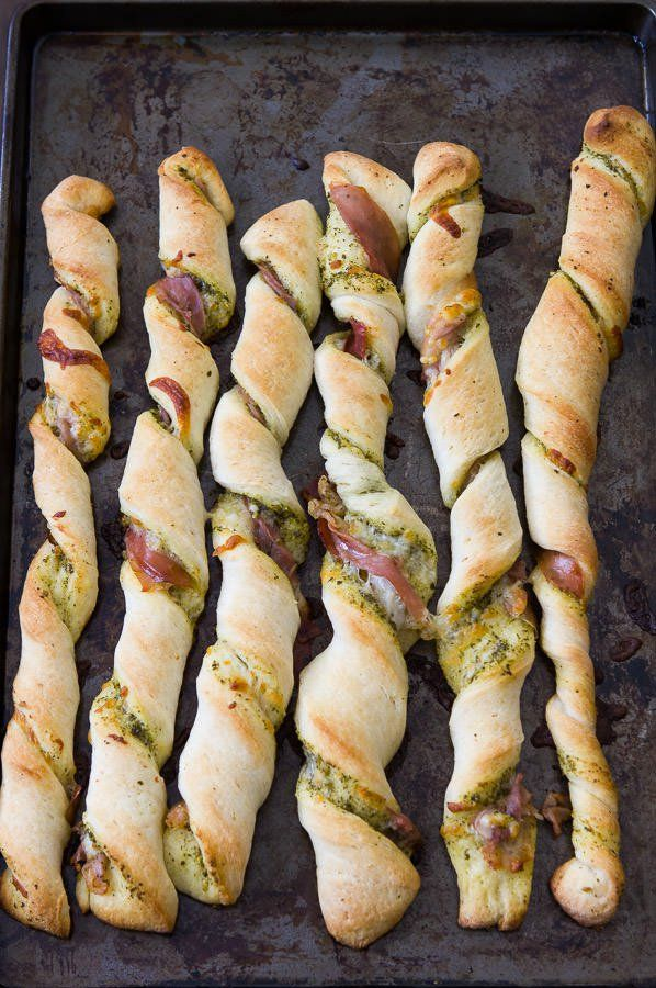Prosciutto pesto pizza twists