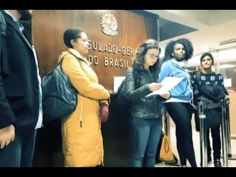 Brasileiros na Argentina fazem ocupação simbólica no Consulado Brasileir...