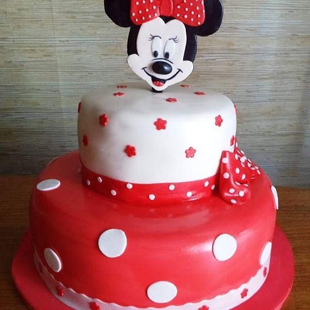 #Red #Minnie #fondant #cake by Volován Productos #instacake #puq #Chile #VolovanProductos #Cakes #Cakestagram #SweetCake