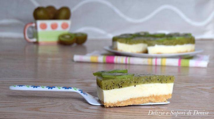 Cheesecake mascarpone e ricotta con coulis di kiwi è un dolce fresco e senza cottura in forno. Ottimo per l'arrivo dell'estate.