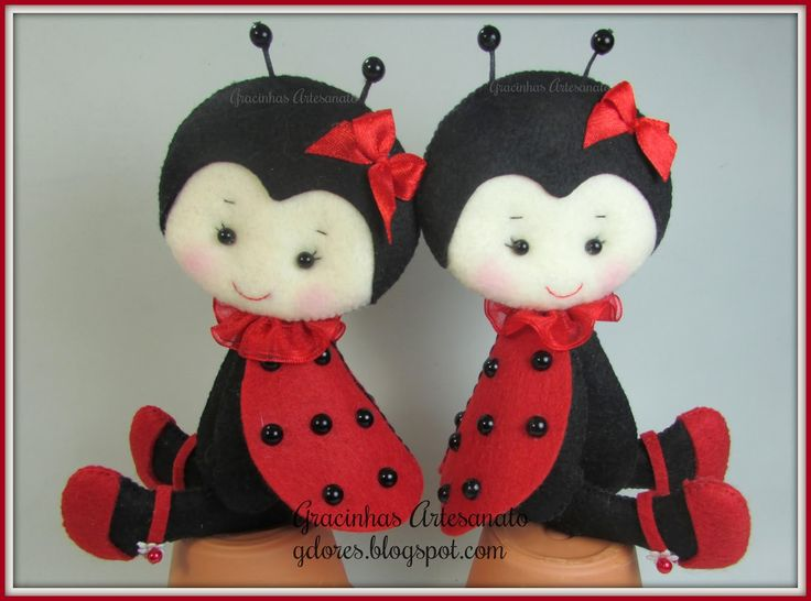You need to check out the sweet little felt pretties at http://gdores.blogspot.pt ~ they are all adorable.