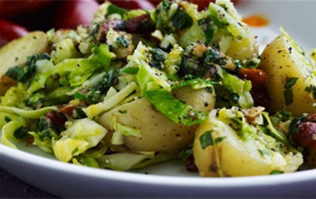 Nem maj-mad: Kartofler med spidskålspesto, chorizo og mandler  - Boligliv