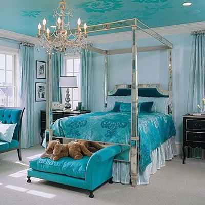 Teal Bedroom- I don't really like the light blue walls but change them to gray and it would look so good with the cealing and matching bed spread