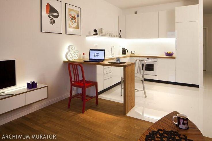 Salon z kuchnią w bieli