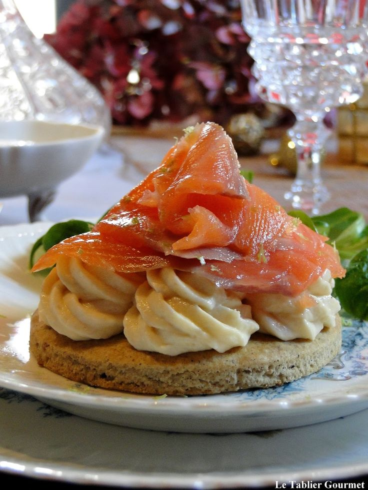 Pour une entrée de fête, des tartelettes sarrasin, mousse d'asperge et saumon fumé !