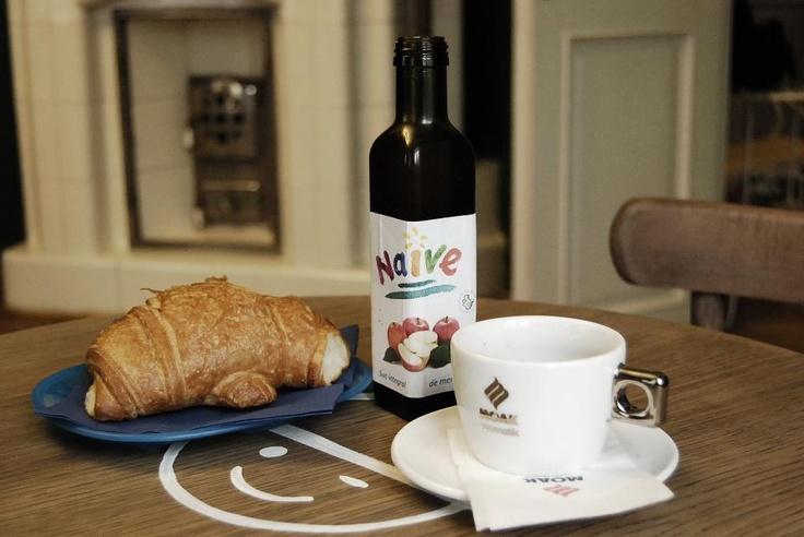 Noul Happy Hours de iarnă la Kiddo Cafe: zilnic intre orele 10 si 13, o cafea Moak, un suc natural din Fructe Naive şi un croissant se adună şi fac împreună doar 11 lei.