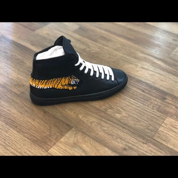 aad0639eb3 Gucci Black yellow white tiger edition Gucci Shoes Sneakers