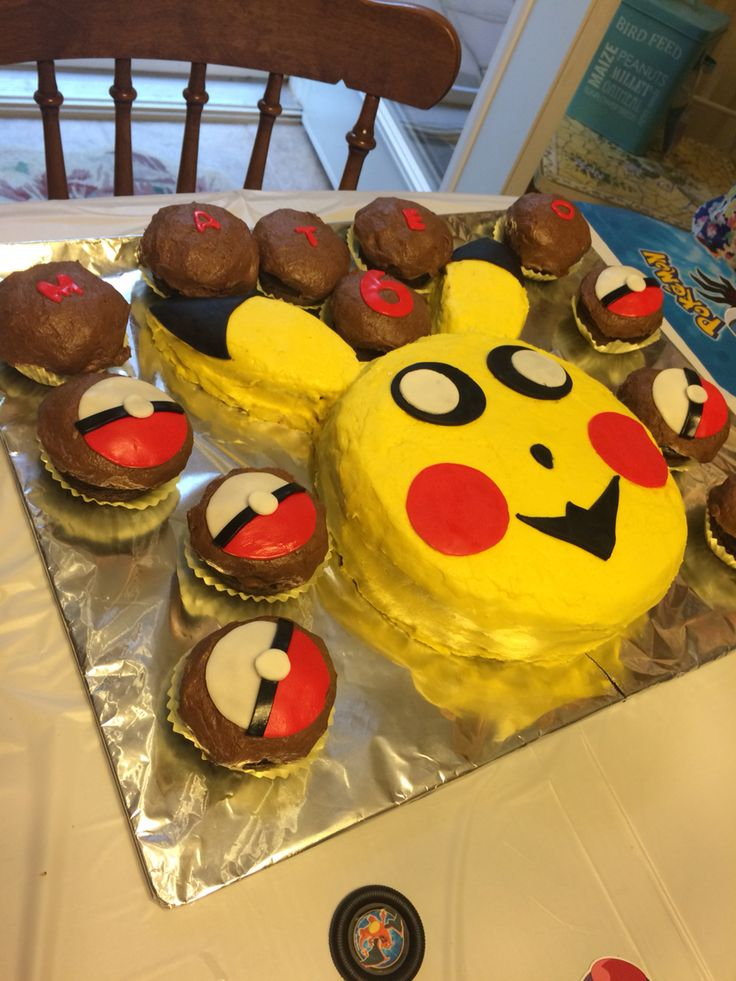 Mateo's Birthday cake and cupcakes! Happy 6th birthday nephew!!!!