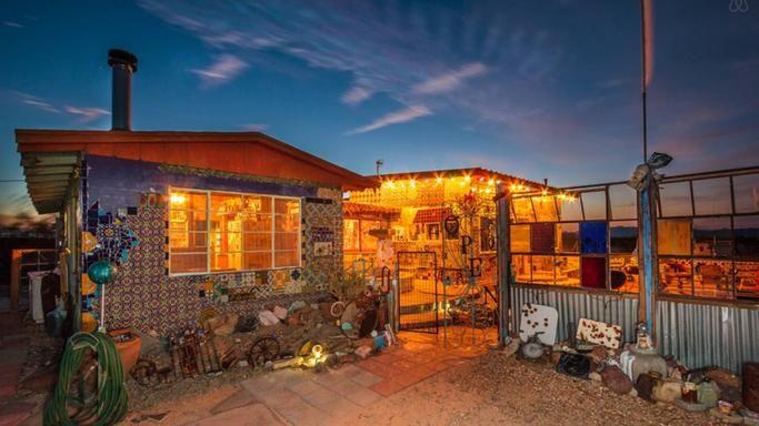 Les amoureux de la déco un peu roots, à base de carrelage trouveront leur bonheur dans cette maison californienne au look unique. Bains à remous, larges lits,Wifi gratuit… le confort est là!