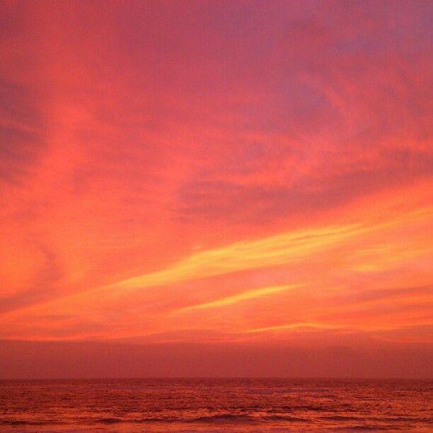 Colores del atardecer en playa cavancha.