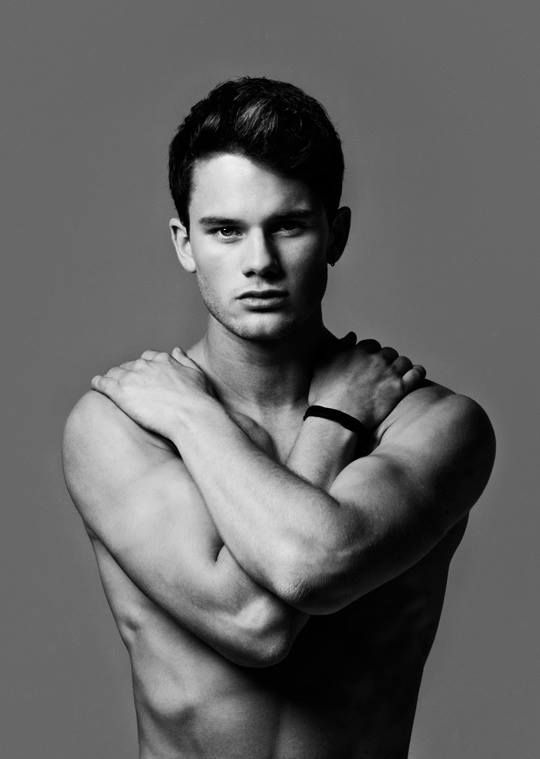 New photoshot for Jeremy Irvine :3