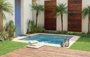 Idealizada para não ocupar espaço no jardim, a piscina de 3 x 3 metros parece hidromassagem. O formato, pensado pelo escritório de paisagismo Grama