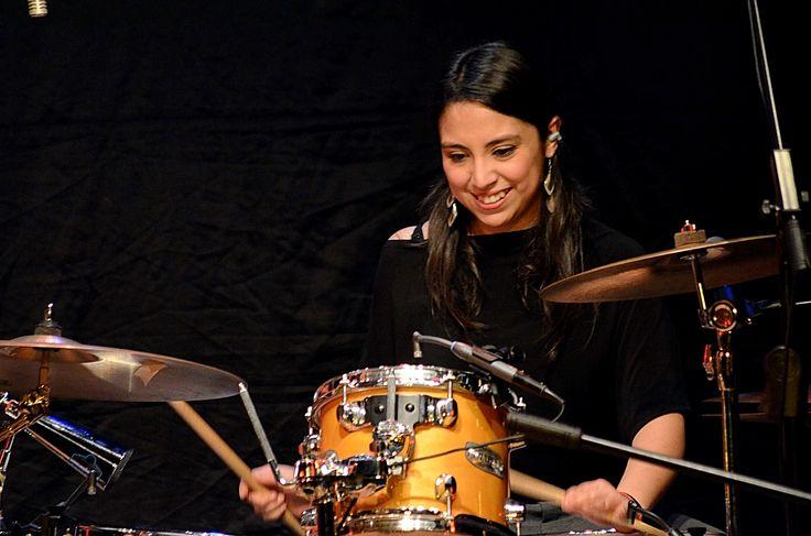 .María de los Angeles Ibarra (Tanty) , estudió batería hasta el año 2011 en la Escuela Moderna Música y Danza. Hoy figura entre baquetas, entrevistas radiales y notas de prensa, que dan cuenta del talento de esta chica que se ha convertido en la primera mujer baterista de La Sonora Palacios.