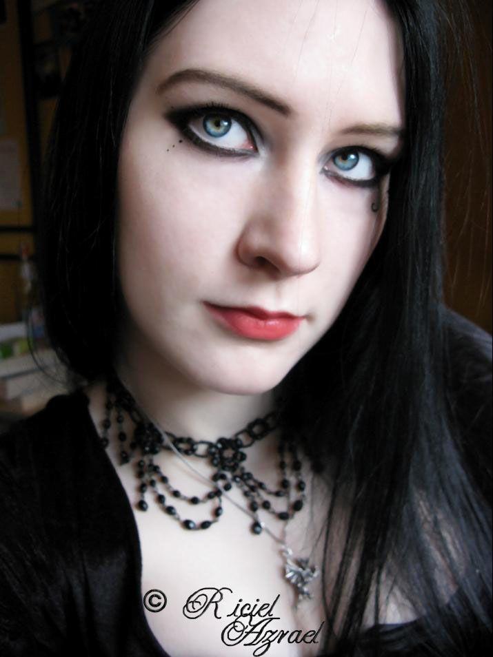 asian-eyes-black-hair-white-skin-ugly-mature-nude