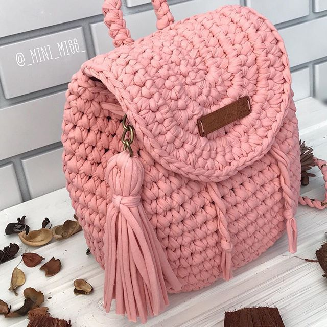 Cute crocheted purse.  In Pink!!!