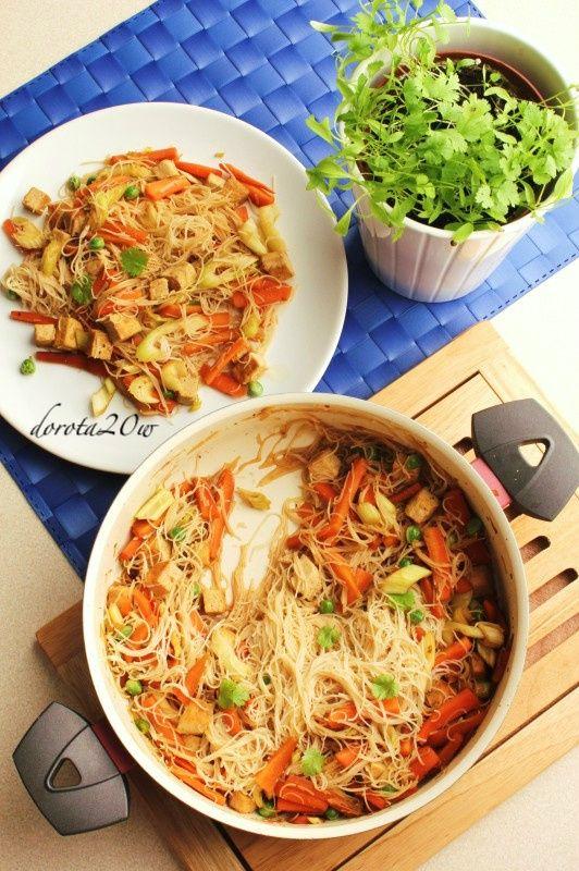Makaron sojowy z tofu i warzywami po chińsku – ...