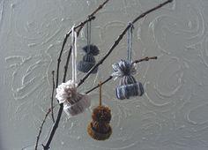 DIY:+Winter+Hat+ornaments+//+guest+post+on+goodknits+