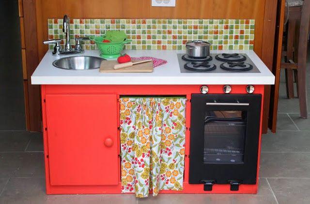 Reciclar un mueble de almacenaje de juguetes en una cocinita