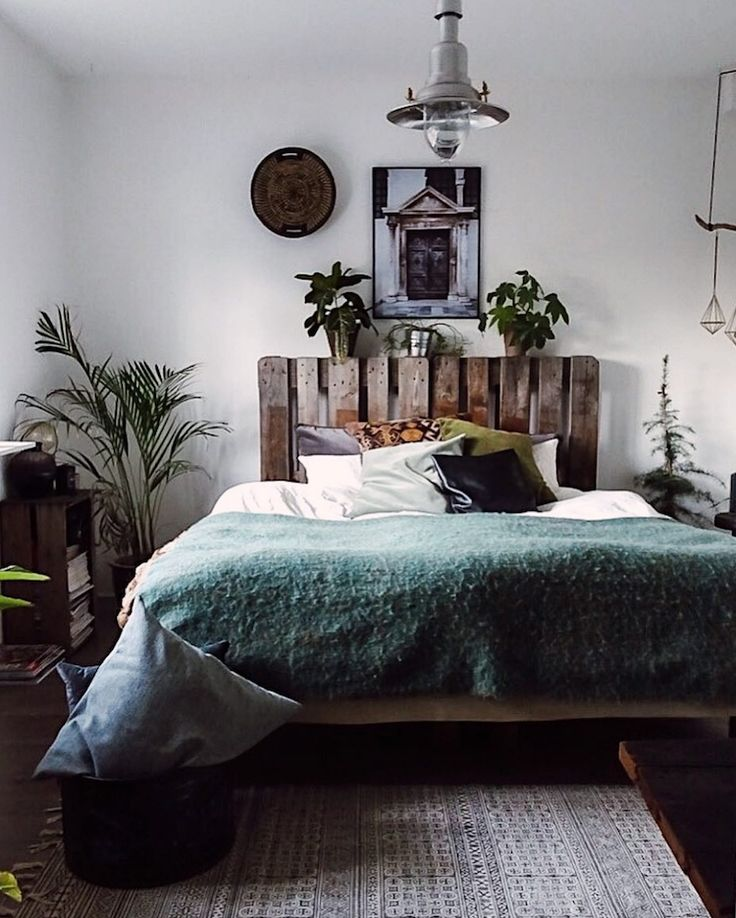 Best 25 earthy bedroom ideas on pinterest inside home - Decorating a beach house on a shoestring ...