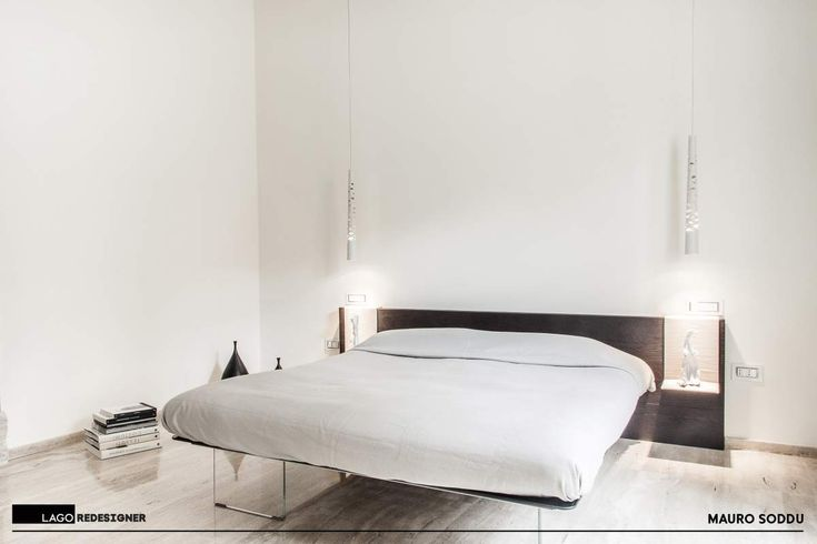In the heart of Cagliari, in a building in the historic city centre, we discovered a flat with an essential, material character, flooded with light. Design by Mauro Soddu, LAGO REDESIGNER
