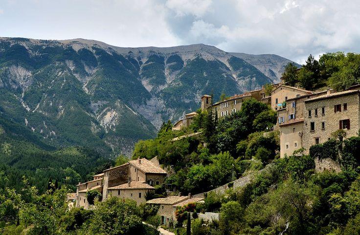 brantes village devant le ventoux