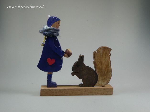 **Noch eine schöne Figur für Ihre Herbstdekoration!**  Maße: 20x20cm  **Bitte geben Sie bei Ihrer Bestellung Eichhörnchen oder Hund an!!!!**