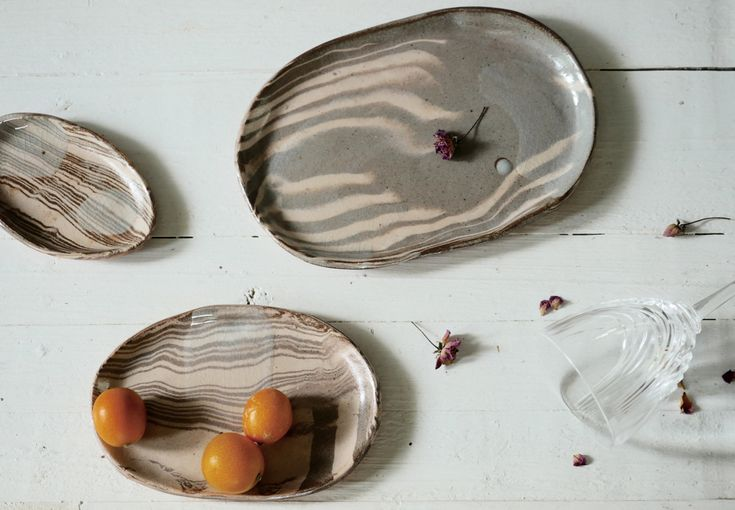 Marbled tree dishes