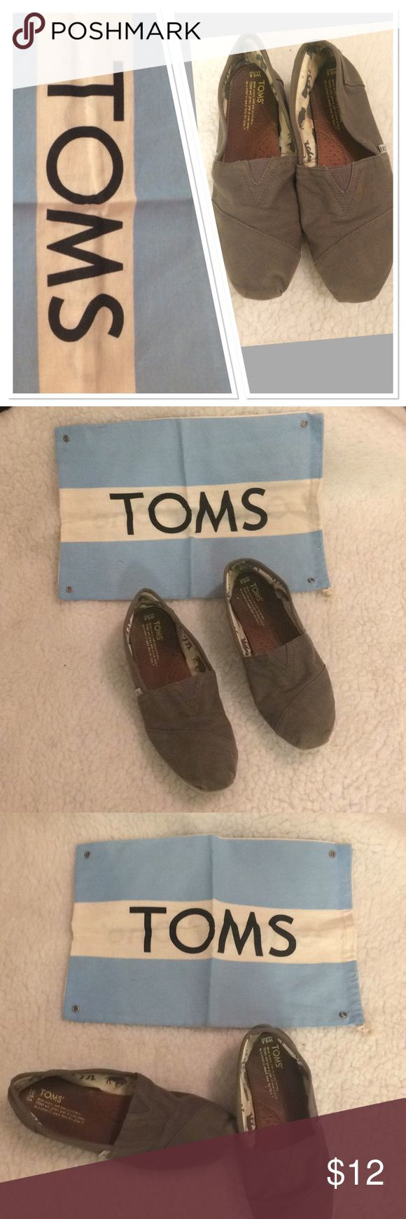 Women's TOM shoes size 9.5M gray flats comfy Pair of Women's Tom flats very comfortable shoes flats Gray size 9.5 used condition plenty of life left.. This are the shoes that will last a lifetime is you want them to creases in the front a small washable stain on front.. All needed is s quick wash Toms Shoes Flats & Loafers