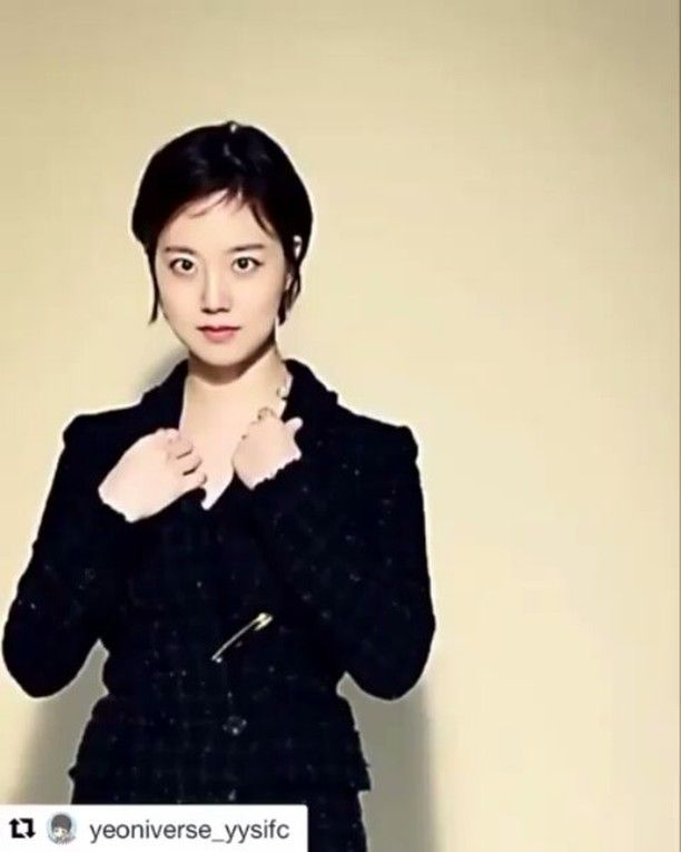 Her lovely smile  . @Regrann from @hellochaewon -  Lovely girl Repost #yeoniverse_yysifc ・・・ [Throwback] #YooYeonSeok and #MoonChaeWon for Cine21 Magazine no. 1037  #유연석 #문채원 #그날의분위기 #Regrann