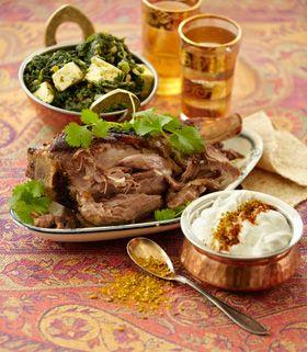 Marinerede lam med spinat og ost. Det  indiske køkken er et af de helt store klassiske køkkener. Mange tror, at det er meget stærkt, men det nordlige indiske er ikke kun stærkt: Der er mange retter, der blot er pikant krydrede, og så er der tale om simreretter, der giver meget mørt og smagfuldt kød. I det indiske spiser man mange retter i samme måltid