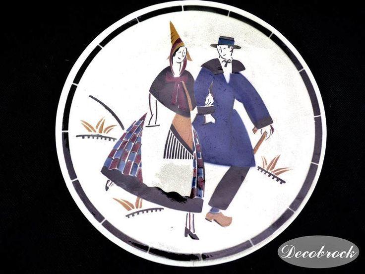 Assiette ancienne Choisy le roi Keller & Guerin série costume folklorique des provinces Françaises art déco vintage France vintagefr de la boutique decobrock sur Etsy