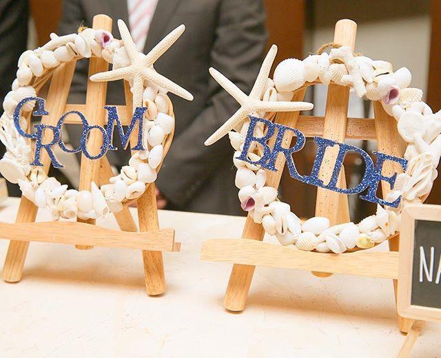 #きゃのwedding 受付サイン♥️ . リースにひたすらシェルをくっつけただけ‼️ 文字はナチュラルキッチンのアルファベットに ブルーのグリッターをつけて 地道に並べて乾かす作業(笑) かなりお気に入りのDIYアイテム♥️ . お譲りしたときに 文字がとれないか心配だったけど 無事に届いたみたいで安心 . #結婚式準備#結婚準備#ウェディングニュース #プレ花嫁#日本中のプレ花嫁さんと繋がりたい #プレ花嫁仲間募集中#20160904 #2016夏婚#2016秋婚#2016wedding #埼玉花嫁#ずぼら花嫁#marry花嫁 #ウェディングソムリエアンバサダー #卒花#卒花嫁#ウェディングレポ #ハナコレウェディング#marry本 #プレ花嫁diy#花嫁diy#手作りアイテム #marry本装飾アイテム #シェルリース#ウェルカムリース #受付#受付サイン