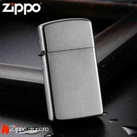 Zippo Satin Chrome Slim este o bricheta clasica, cu un design simplu si rafinat, in varianta de dimensiuni mai mici. Avand un finisaj de chrome matasos, este modelul perfect pentru a fi personalizat cu o imagine sau un text, in stilul tau.