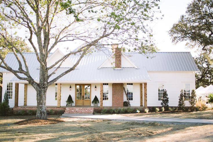 Magnolia Mom's new renovated farmhouse. So perfect!