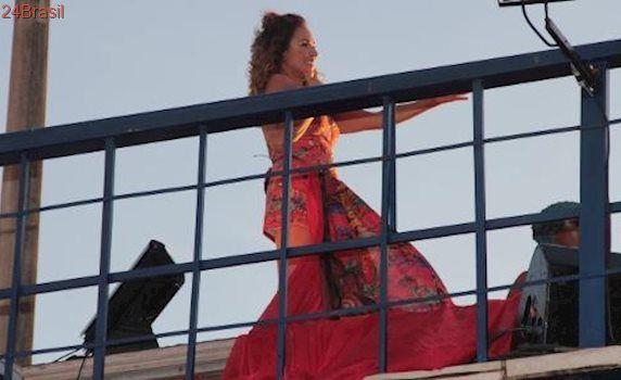 Noite rouba sol do domingo na Bahia: Sob o cair da tarde, Daniela Mercury se apresenta em Salvador