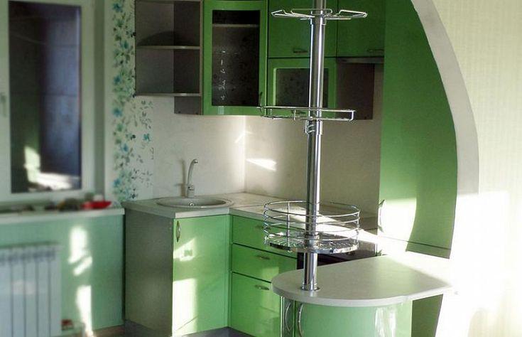 Угловая кухня для хрущевки из МДФ зеленого цвета