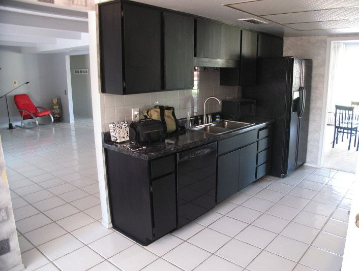 Kitchens with black appliances photos kitchen design for Kitchen cabinets with black appliances