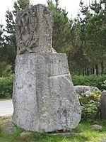 Piedra que divide los municipios de Rois, Dodro (parte visible), Rianxo y Lousame (parte oculta).