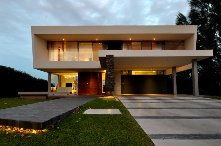 DLC House  Más info: http://www.vanguardaarchitects.com/what-we-do.php?sec=house&project=157 #Architecture #Design #Arquitectura #Disenio #Casas #Houses #Fachada