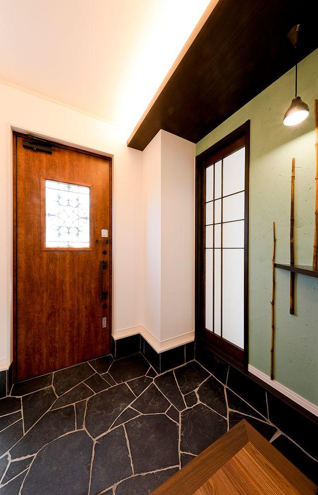 和モダンな雰囲気が漂うおしゃれな玄関 和モダン 玄関 野村工務店